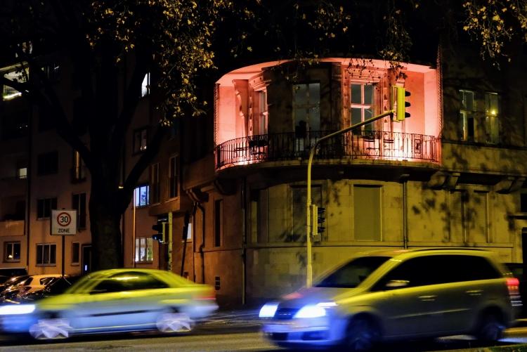 Privathaus orange beleuchtet